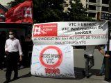 Des VTC manifestent contre une éventuelle interdiction de circulation dans le centre de Paris